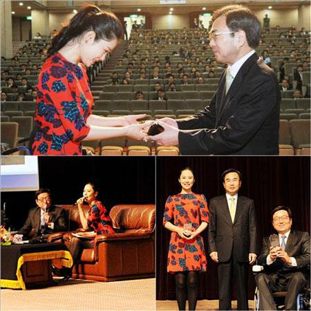 女優キム・ヒョンジュ、最高裁より感謝牌を授与 女優キム・ヒョンジュ、最高裁より感謝牌を授与│韓国