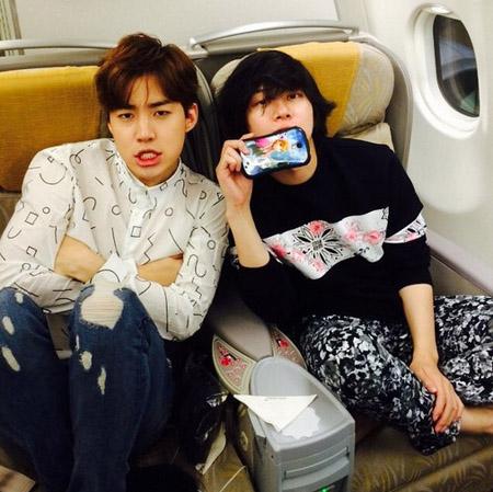 「SJ」ヒチョル&ヘンリーが機内ショットで「グッバイ東京 ...