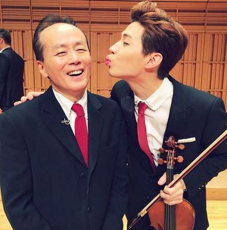 「SUPER JUNIOR M」ヘンリー、先生にチュー│韓国音楽K-POP│韓国 ...