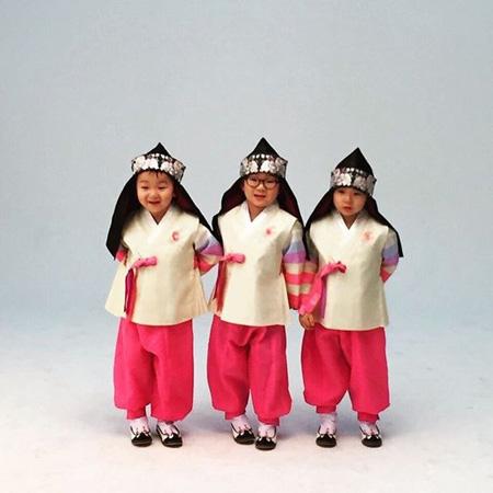 俳優ソン・イルグクの三つ子の息子たち、韓服姿も3人3色!