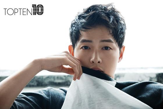 俳優ソン・ジュンギ、夏向け広告のセクシー写真が話題