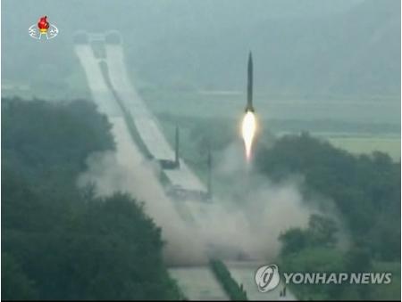 北朝鮮の弾道ミサイル 3発が半径1キロ以内に=精度向上か