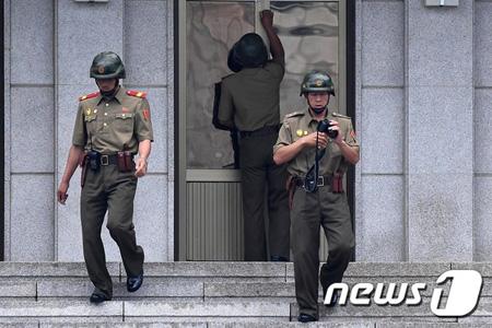 北朝鮮兵の亡命、韓国兵が肉眼で...