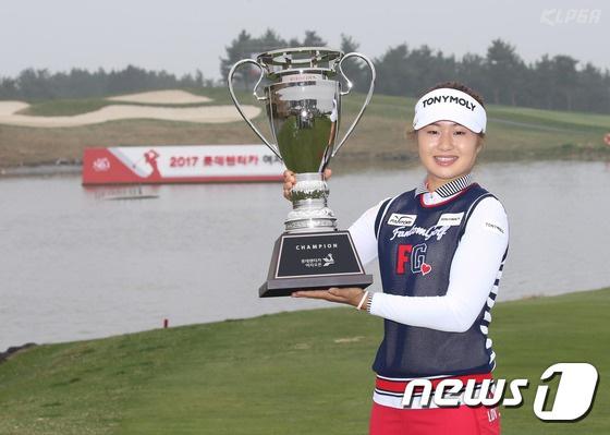 """<女子ゴルフ>""""デビュー後初勝利""""イ・ジョンウン、世界ランキング大幅アップの60位に"""