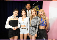 「BLACKPINK」、米ABCのトーク番組「Strahan and Sara」に出演