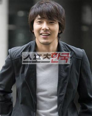 パク・ヨンハ 韓国俳優人気投票で1位に輝く. \u201c