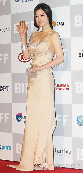 「第16回釜山国際映画祭」開幕式【5】 女優ホン・スア  「第16回釜山国際映画祭」開幕式【5】
