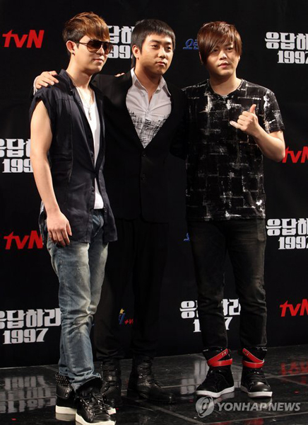 tvNドラマ「応答せよ、1997」制作報告会 アン(左)とムン・ヒジュン tvNドラマ「応答せよ