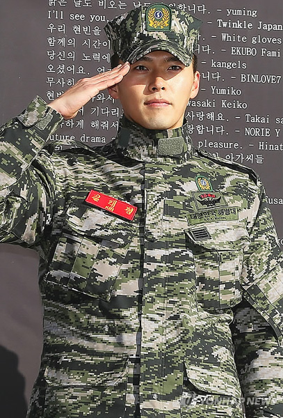 海兵隊での軍服務を終えファンの前に帰って来たヒョンビン 俳優ヒョンビン  海兵隊での軍服務を終え