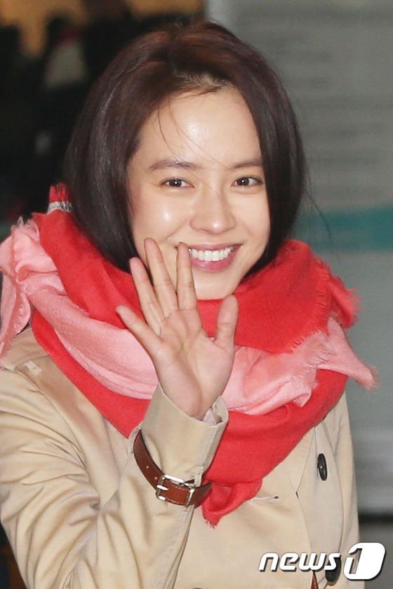 仁川空港からニューヨークに向けて出国した女優ソン... 仁川空港からニューヨークに向けて出国した