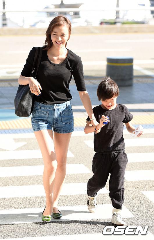 息子ルッキ君と共にタイに出国した女優ソン・テヨン 息子ルッキ君と共にタイに出国した女優ソン・テヨ