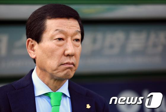 中国スーパーリーグ大連、韓国人監督チェ・ガンヒ氏の更迭を発表│韓国 ...