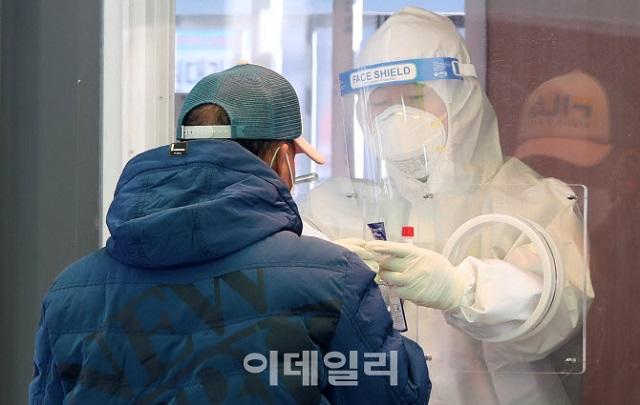 """韓国コロナ、新規感染「300人台」…韓国首相「ワクチン接種を""""K防疫シーズン2""""として作り上げていかねば」"""