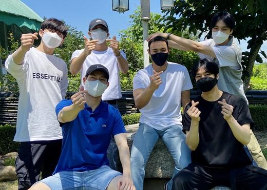 「MONSTA X」ショヌ、軍入隊現場にメンバー全員集合