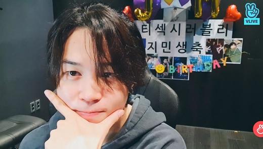 JIMIN(BTS)、誕生日のライブ放送「家族の大切さを感じ幸せだった」、J-HOPEとJUNG KOOKも登場(画像提供:wowkorea)
