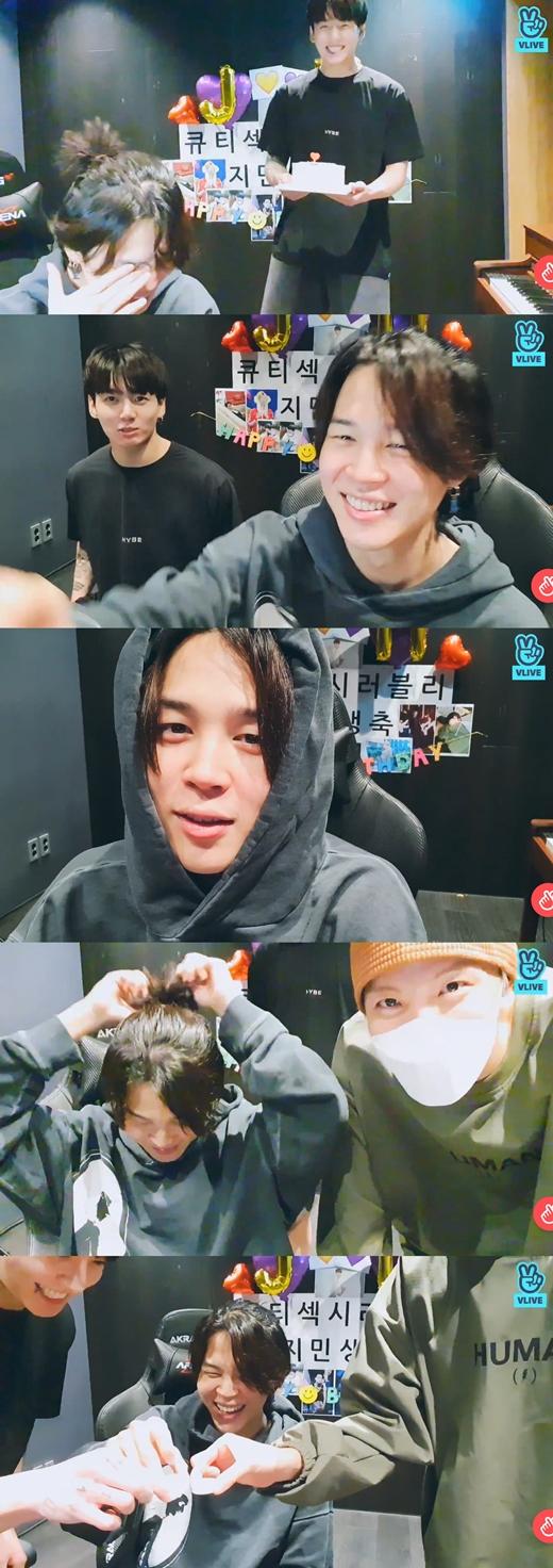 J-HOPEもライブに合流。焼酎を1杯ずつ飲み、JIMINの誕生日を改めて祝う。(画像提供:wowkorea)